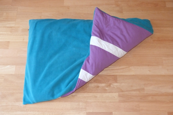 Dog Bed in Turquoise Fleece showing non slip base